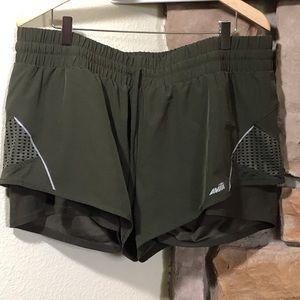 Avila sport shorts